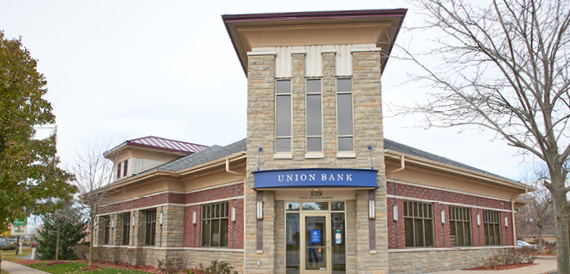 Image Description.  Union Bank Hastings front entrance.